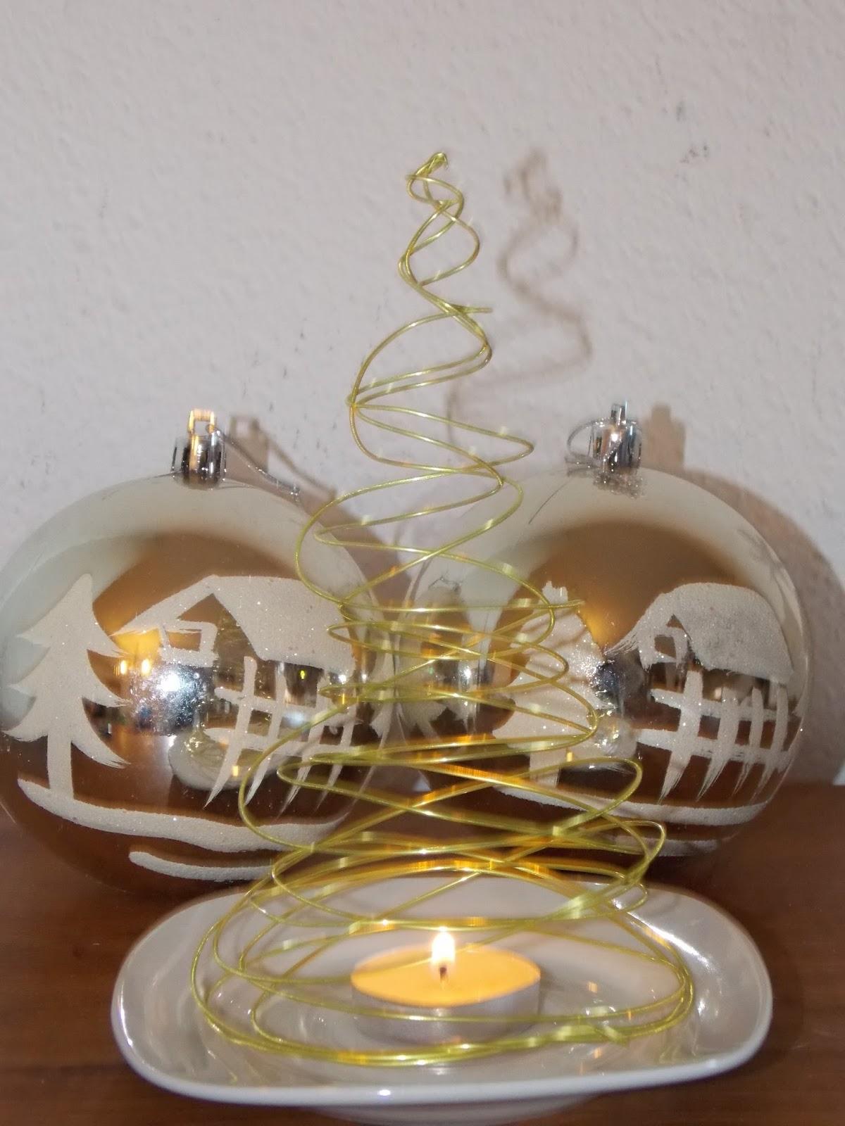 Árbol de alambre con vela