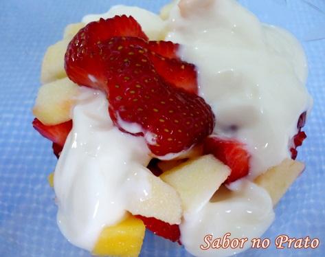 Salada de Frutas com Iogurte Grego!
