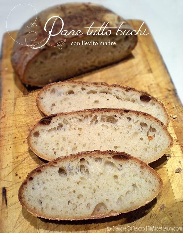 Pane tutto buchi con lievito madre