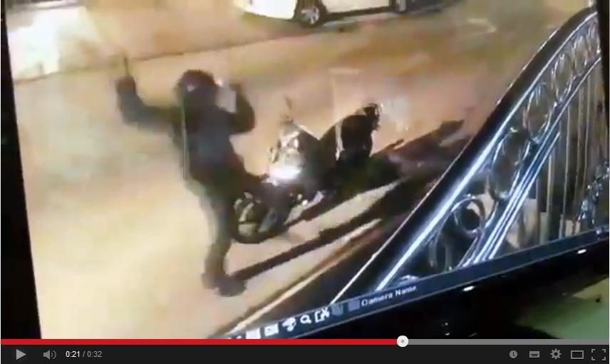 Video individu letak kepala lembu kemudian terkinja kinja macam kera ...