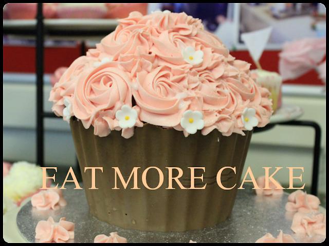 Giant cupcake, chocolate base cupcake, giant chocolate cupcake, diy giant chocolate cupcake, home made cake