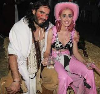 Foto de Katy Perry y su esposo Russell Brand en cumpleaños temático