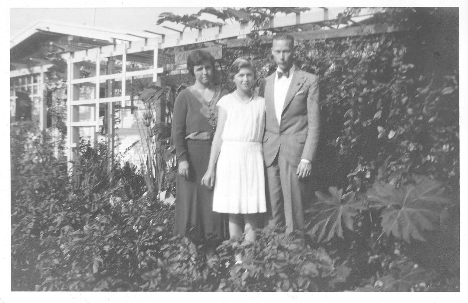 (Not So) Wordless Wednesday - Post 154: The Carringer Family ca1932