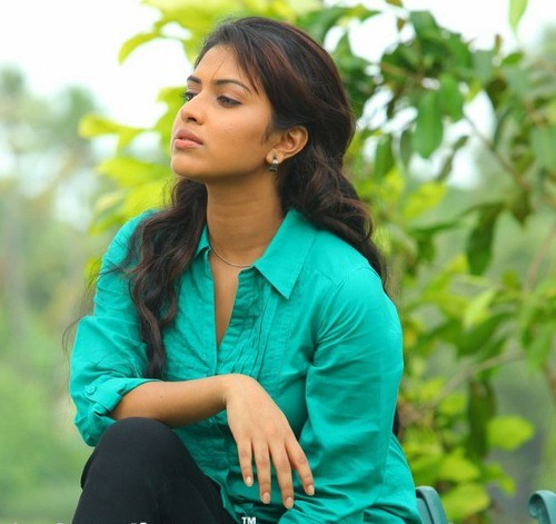 amala paul spicy unseen hot images