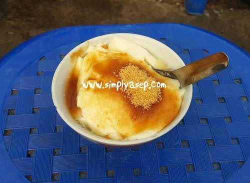 Semangkuk Air Tahu nan menggoda ini harganya hanya 4 ribu rupiah.  Foto Asep Haryono
