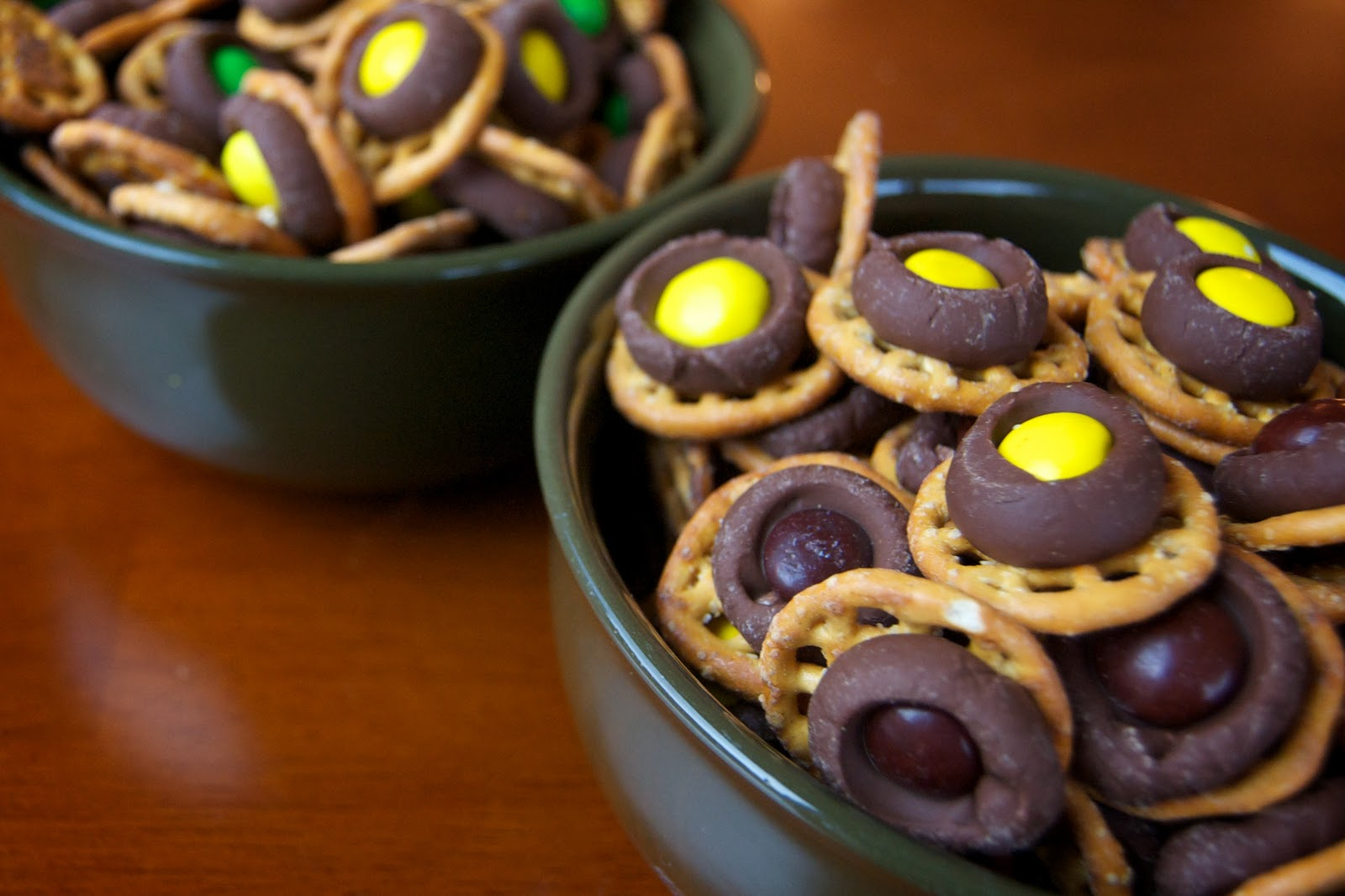 the cook chocolate pretzel rings