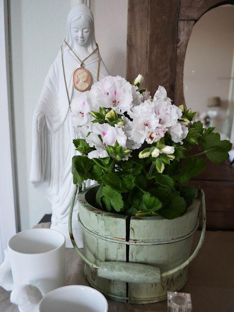 Villaveien nr 1: nydelige blomster på mitt soverom...