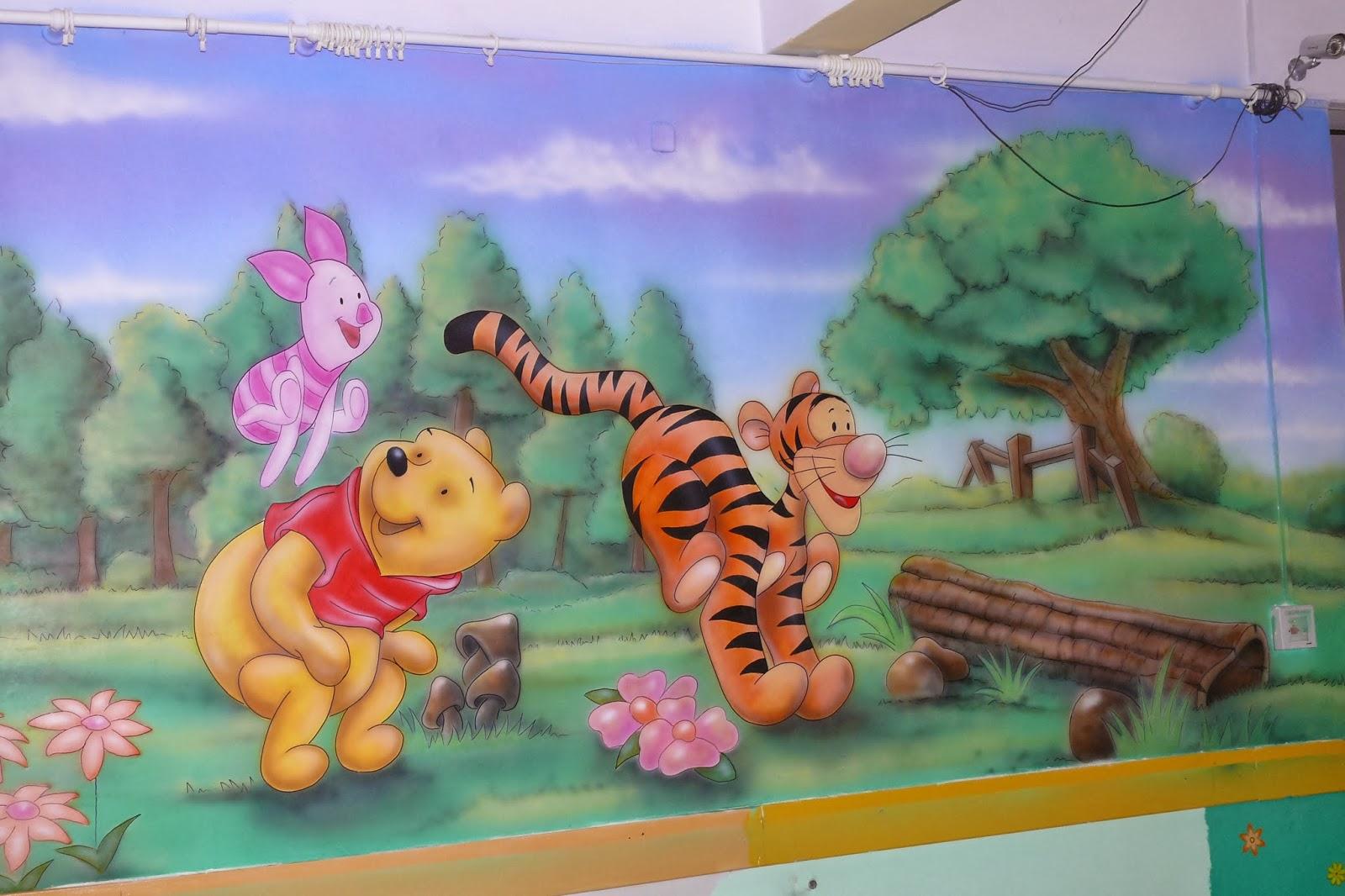 Malowidło ścienne 3D przedstawajace motyw z bajki Kubusia Puchatka, obraz wykonany na ścianie w pokoju dziecięcym. Warszawa
