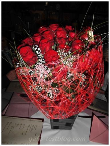 25 rote Rosen zur Silberhochzeit