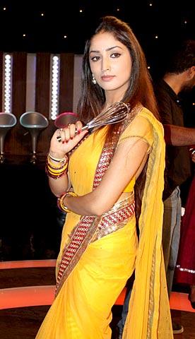 Yami gautam Navel show Sari - (2) - Yami Gautam Navel Pics