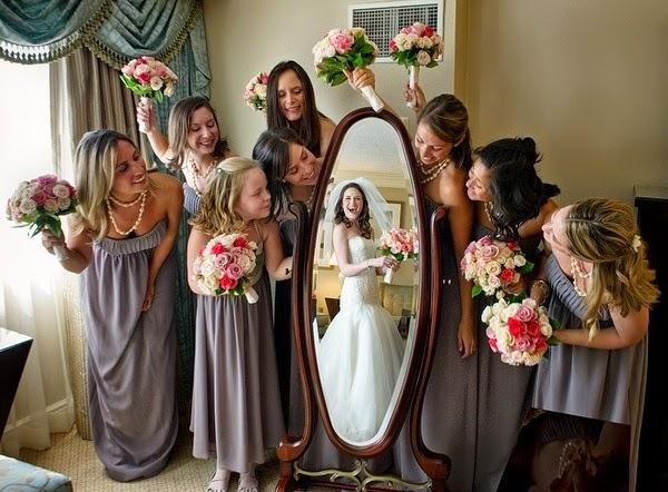 foto de madrinhas com a noiva antes do casamento