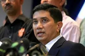 Azmin Ali Dapat Gelaran Datuk Dari Sultan Selangor