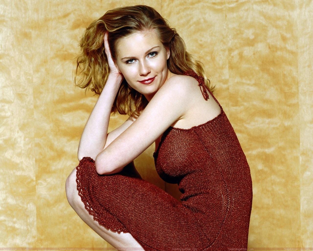 http://3.bp.blogspot.com/-E6eXXjGT_ws/TX4JiBIyWhI/AAAAAAAAFiU/S4yNwUNxsUs/s1600/actress_kirsten_dunst_hot_wallpaper_sweetangelonly_28.jpg