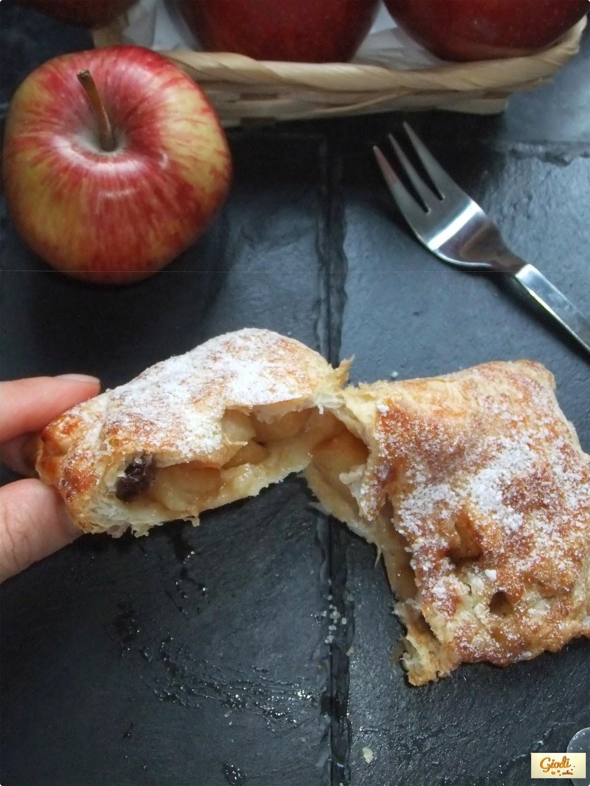 Pastelitos De Hojaldre Con Manzanas Y Pasas