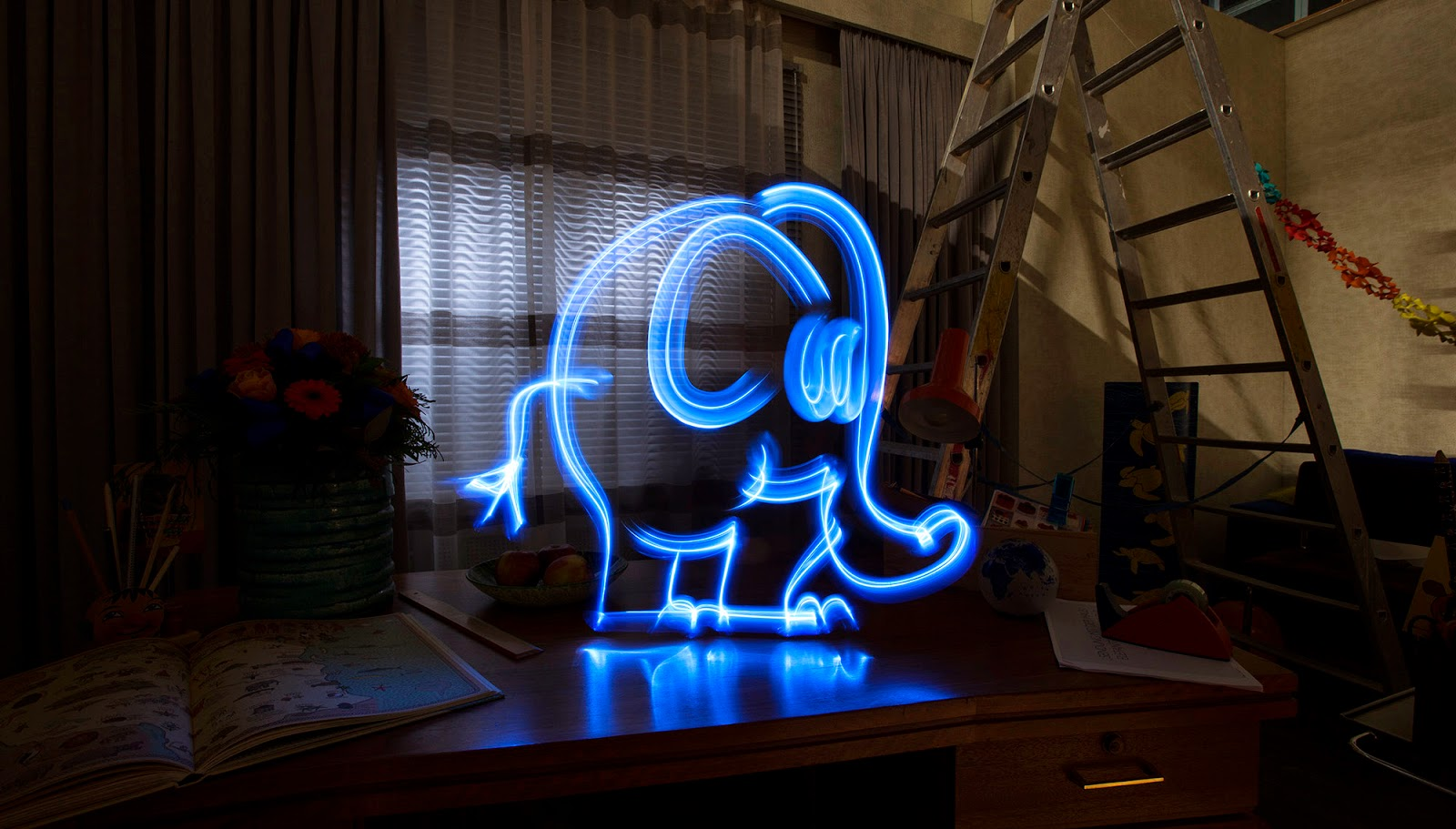 Lichtfaktor, light painting, kleiner blauer elefant