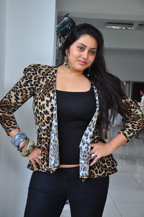 namitha spicy actress pics