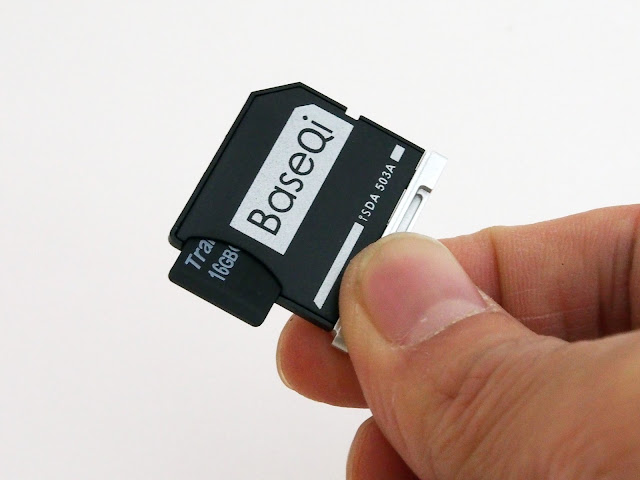BaseQiのiSDA503Aをレビューします。MacBook用のアルミ削り出し違和感なく装着できるMicroSDアダプターです。