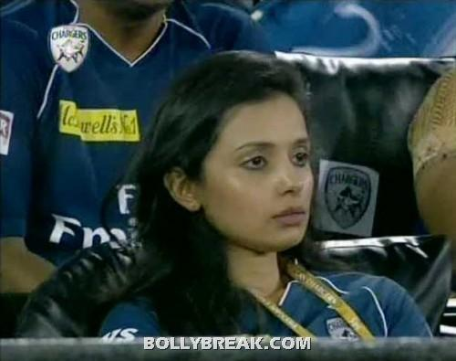 gayatri reddy at ipl 5 match 42 500x395 - (31) - Gayatri Reddy Hot Pics at IPL Matches