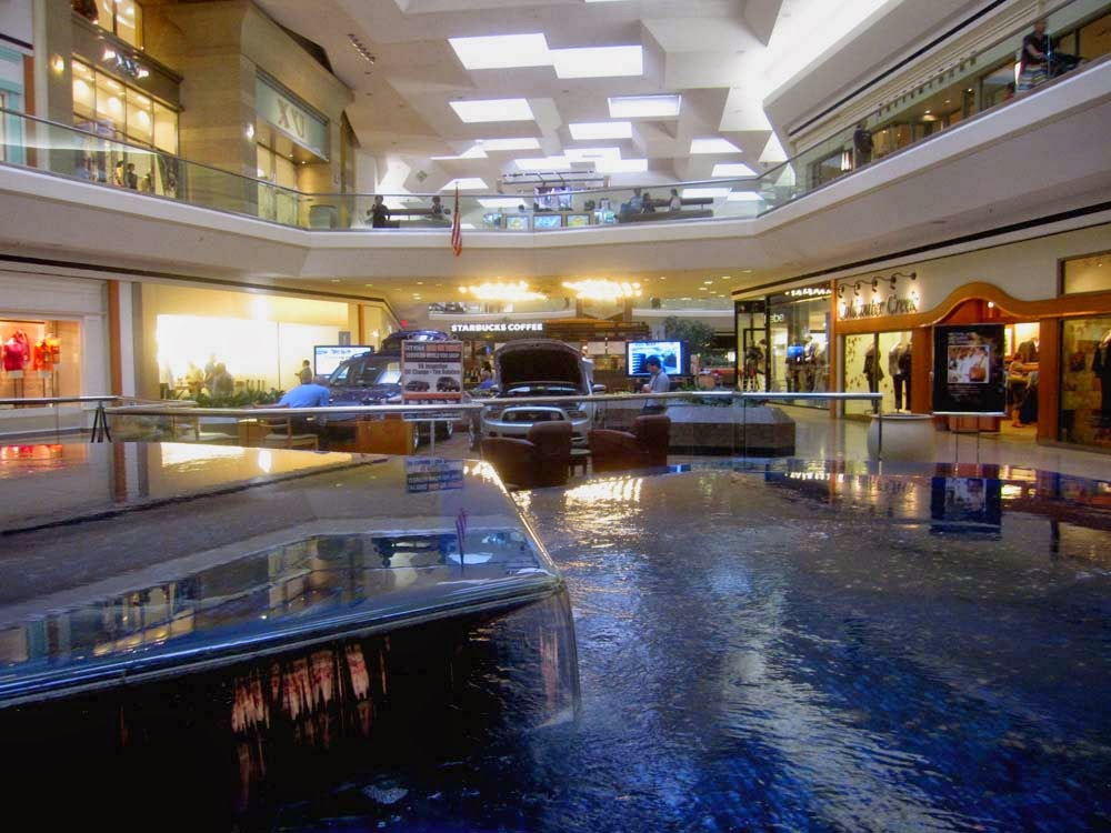 One Of The Most Special Things About Fair Oaks Mall Was Its Unique Center Court Fountain Unfortunately This Taken Out And Replaced With Just A Flat