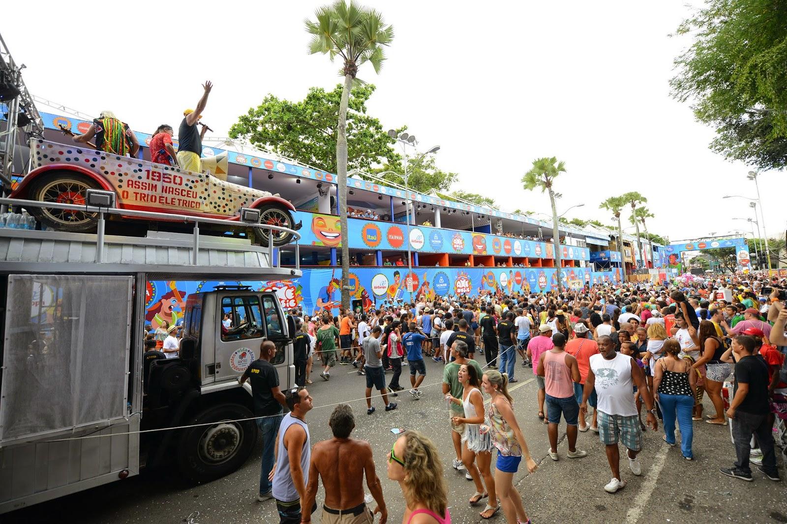 Circuito Osmar : Fobica de dodô e osmar arrasta multidão na avenida