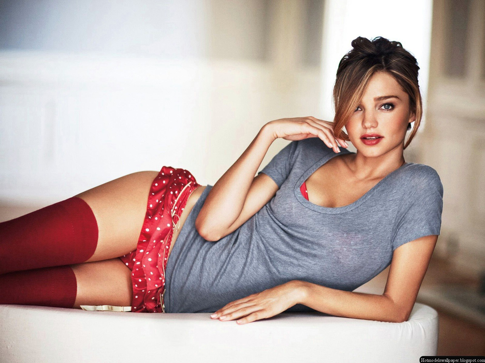 http://3.bp.blogspot.com/-E7_fcbFAW7E/UPvGFaZyzdI/AAAAAAAAAP4/o7DawNhivqg/s1600/Miranda+kerr+Hot+Blue+And+Red+Bikini.jpg