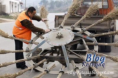 Kenderaan mencuci jalan raya rekaan China