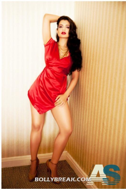 amisha Patel in Red Nighty Thigh show - Amisha patel Red Nighty Pics