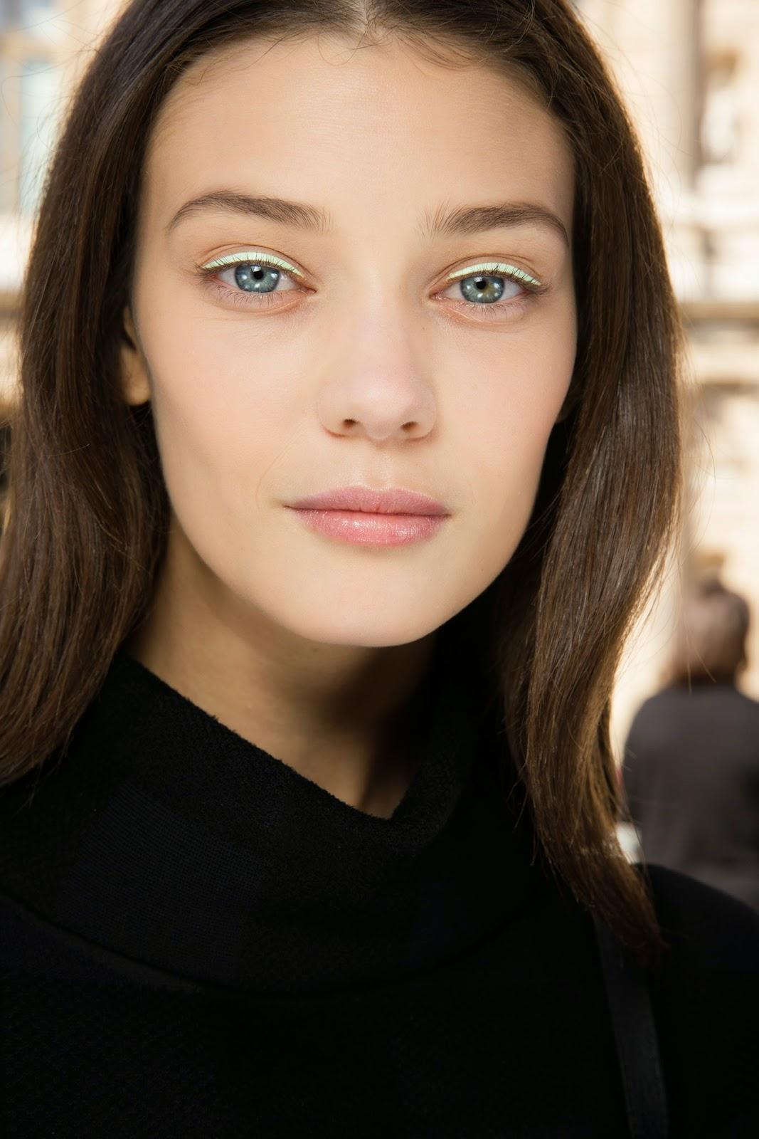 Delineador - Eyeliner adesivo em cetim da Dior  - Tendência  primavera 2015
