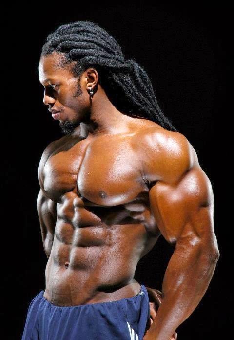 homme noir body buildé torse nu très sexy