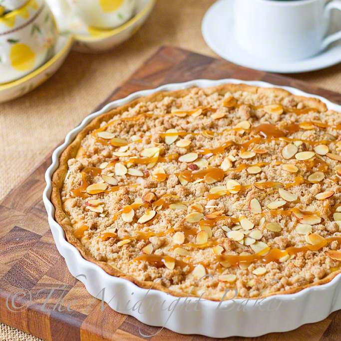 Caramel Apple Cheesecake Tart | bakeatmidnite.com | #cheesecake #appletart