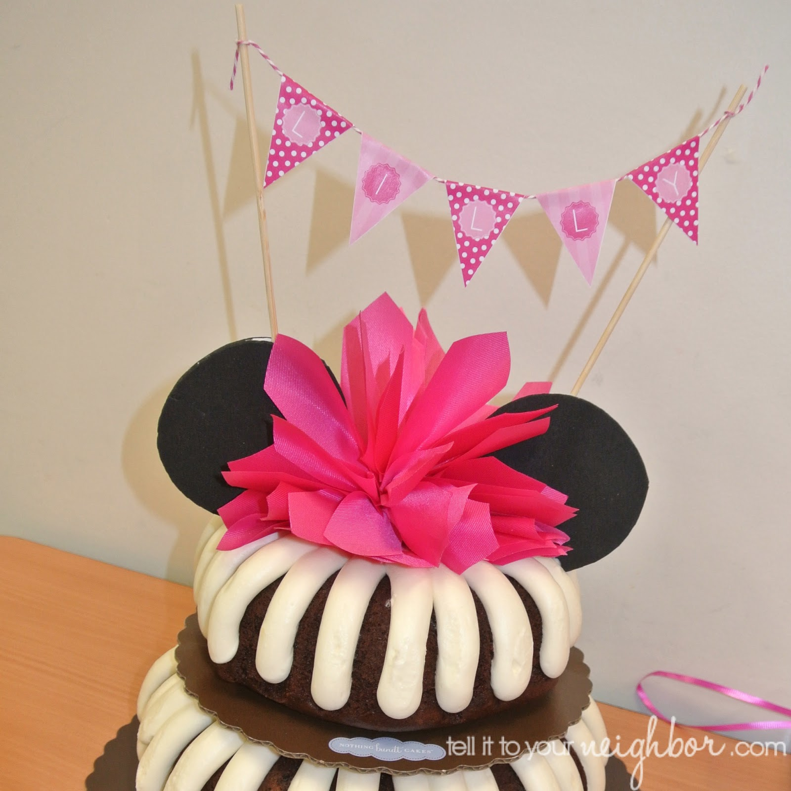 Lovely Minnie Mouse Cake and Mini Bunting