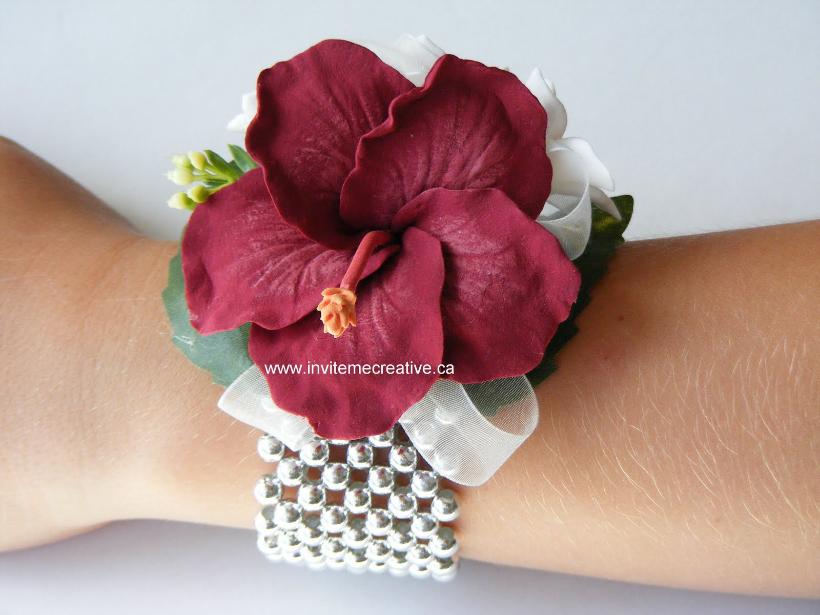 Hand Corsage for Prom http://invitemecreativeannouncements.blogspot.com/2011/05/prom-flowers-corsages-boutonnieres-hair.html