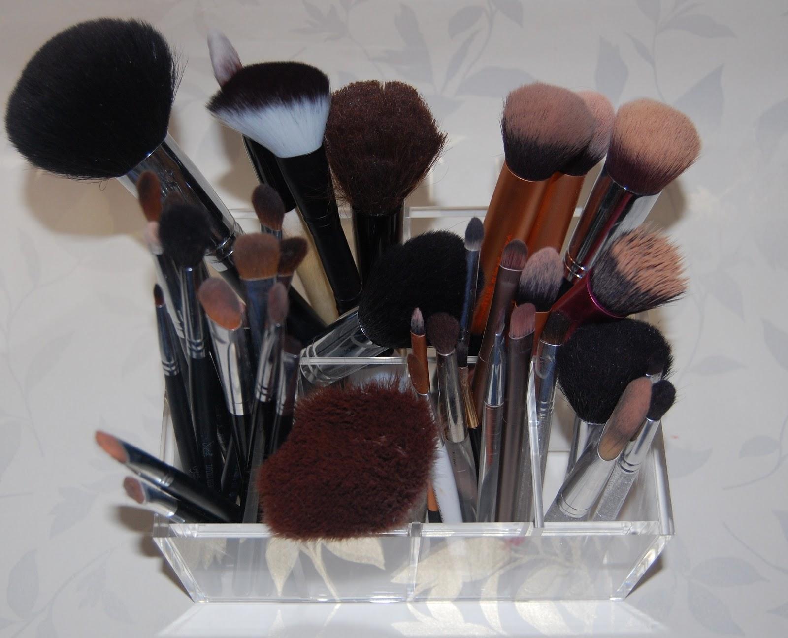 Lipstick Fridays Beauty Blog Muji Make Up Brush Storage