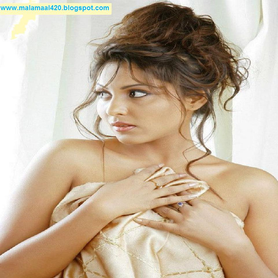 Madhu Shalini Nude Photos Classy nesha jawani ki: madhu shalini hot in tight blouse semi nude hot