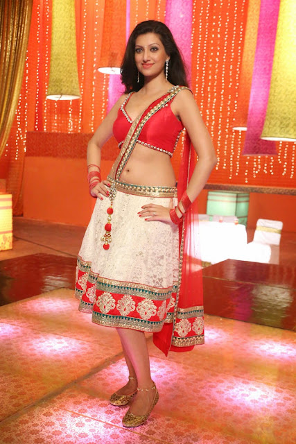 Hamsa Nandini in Red Choli and White Low Rise Ghaghra Loukyam item song Spicy Pics
