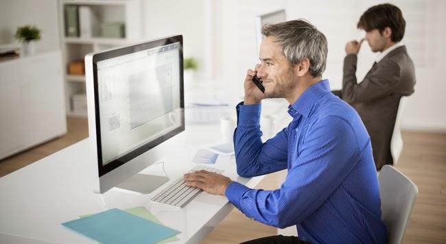 4 πράγματα  που θα σας κάνουν πιο  ευτυχισμένους στην  εργασία σας