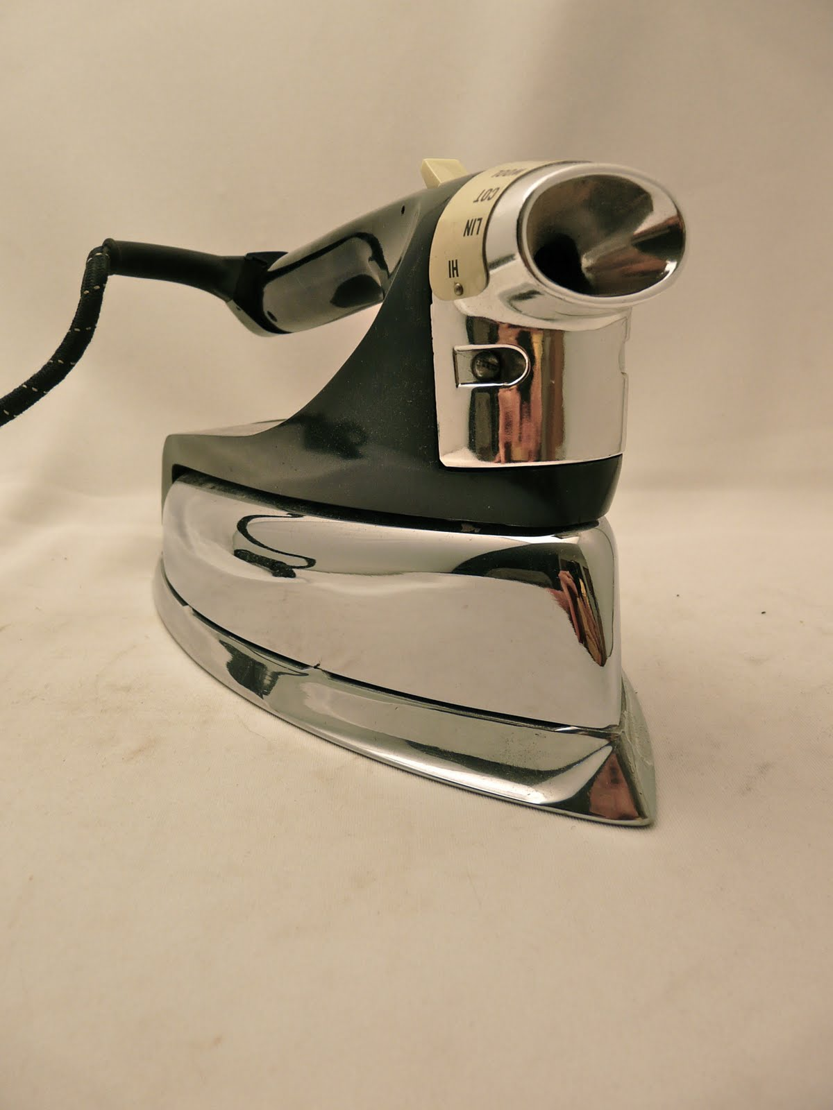 Old Electric Iron ~ Dormeyer vintage electric irons