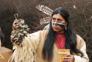 Membro dos Apaches, tribo do Novo México nos Estados Unidos