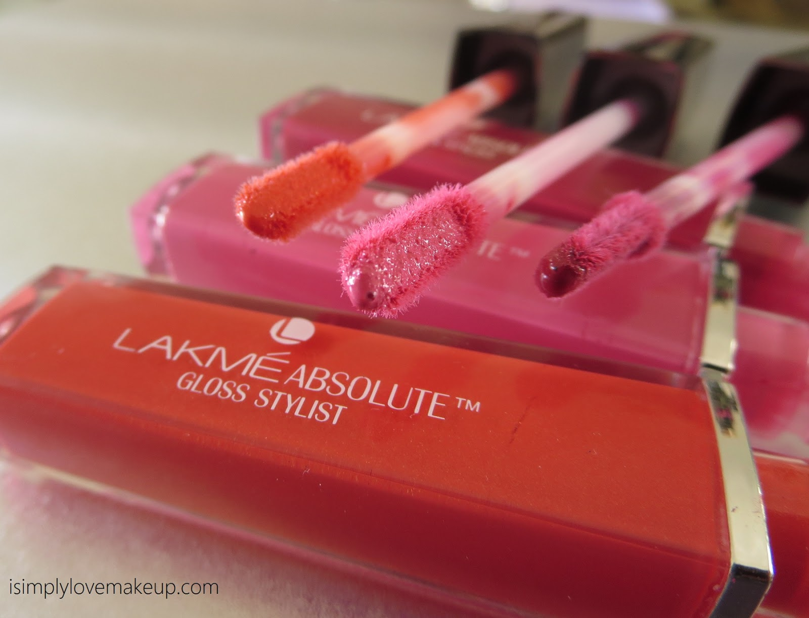 Lakme Absolute Gloss Stylist - Review and Swatches