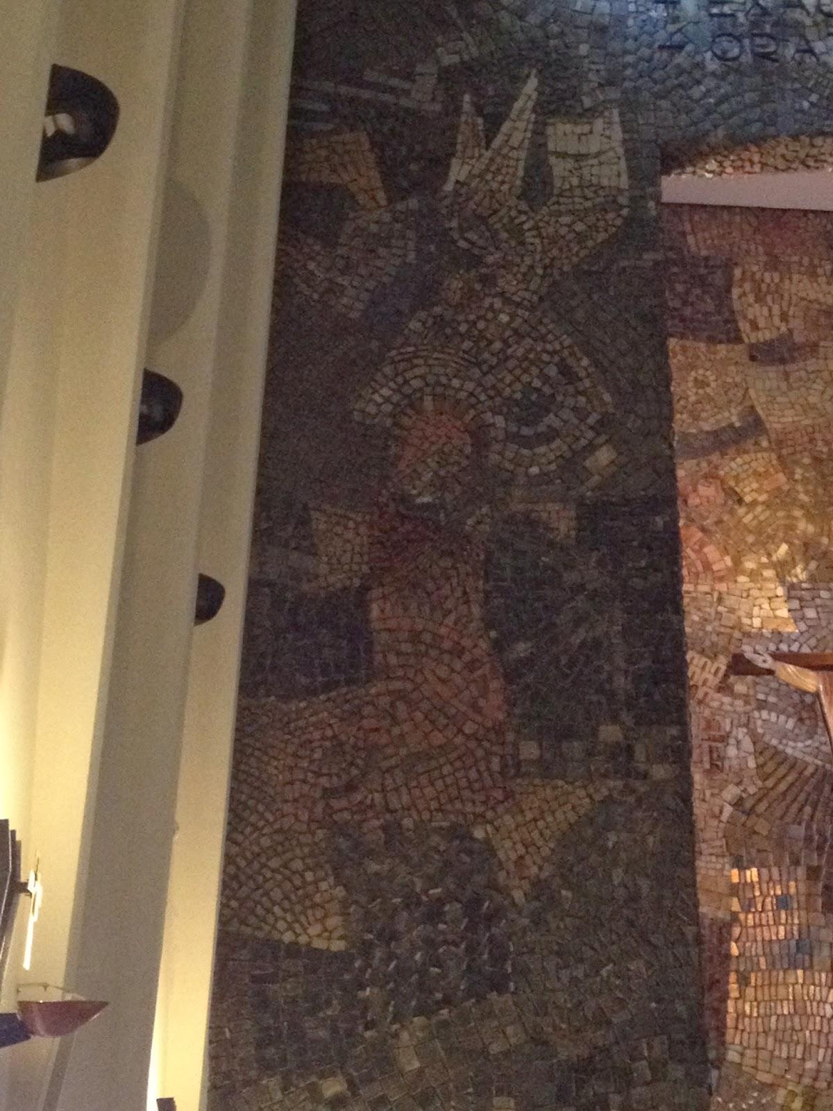 El mosaico desconocido de la anunciacion de la iglesia del for Significado de la palabra divan