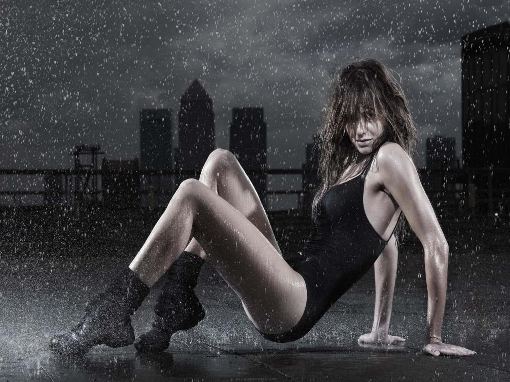 http://3.bp.blogspot.com/-E9faDcOlmcs/T_nMDroR9sI/AAAAAAAAbCM/MACzj-KNp5o/s1600/attractive-sexy-girl-in-rain-facebook-timeline-cover-photo,1024x768,67016.jpg