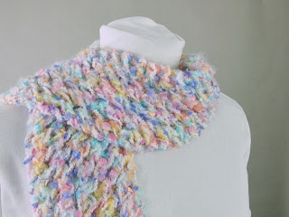 http://www.etsy.com/pt/listing/169466215/bright-pastel-fairy-kei-rainbow-fringed