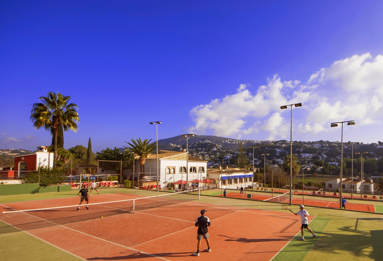 moraira vakantiegids sol park tennis en minigolf in moraira. Black Bedroom Furniture Sets. Home Design Ideas