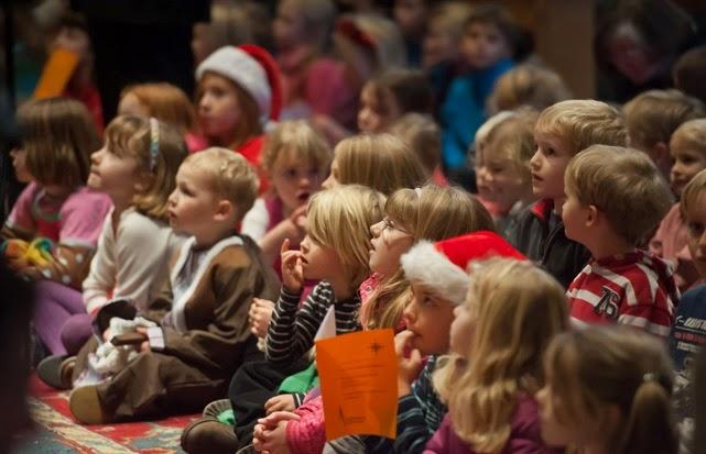 christmas-evening-in-united-kingdom-celebration-in-public