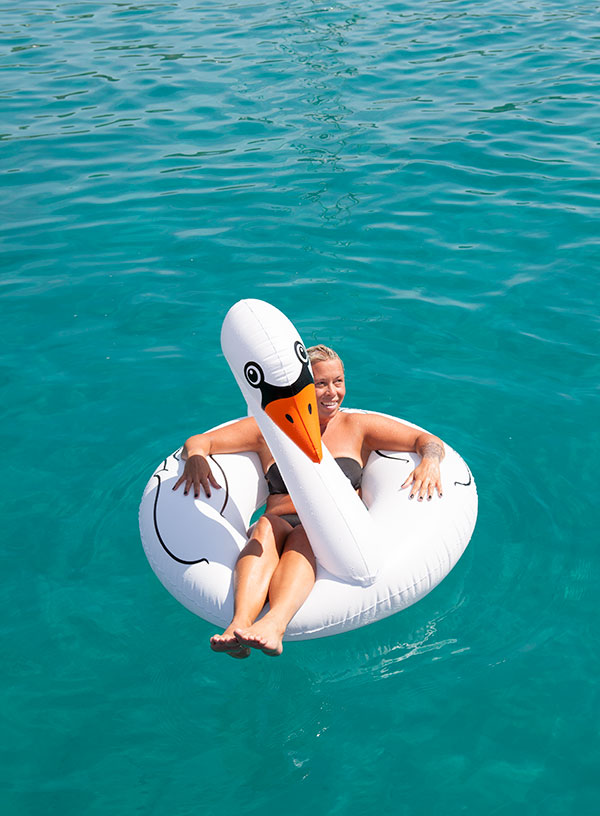 Älskar att bada i kristallklart turkost vatten.