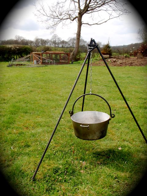 Handmade Matt Open Fire Tripod For Hanging Cooking Pots