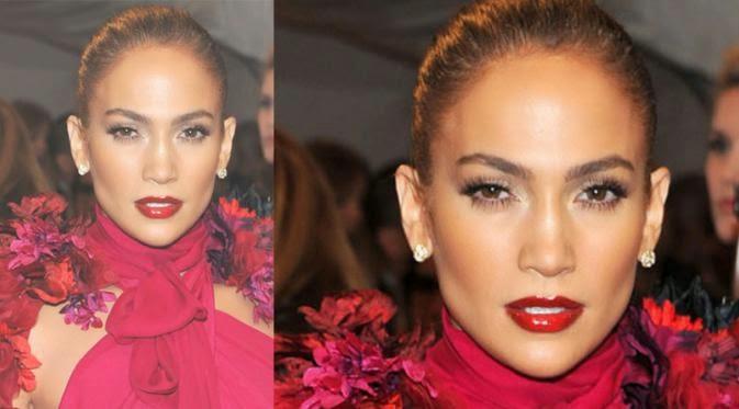 Foto Seksi Jannifer Lopez Dalam Balutan Gaun Merah