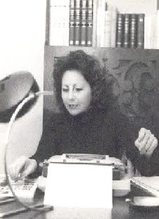 JUANA C. CASCARDO escribiendo