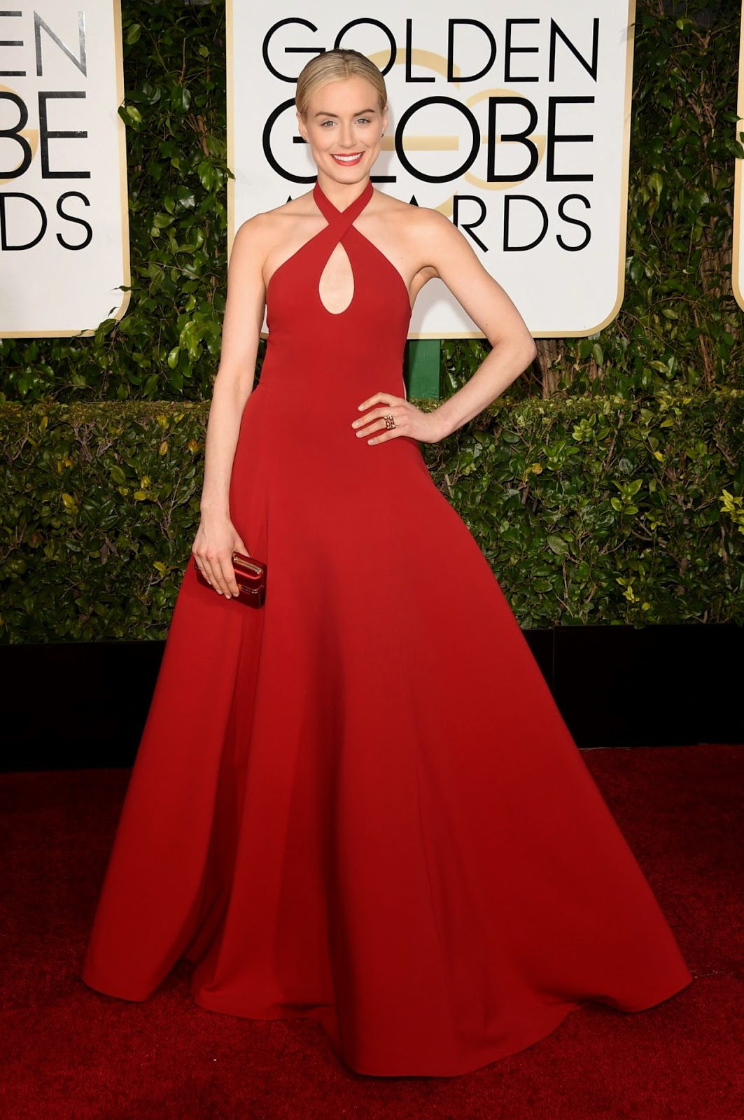 Taylor Schilling dazzles in a scarlet Ralph Lauren gown at the 2015 Golden Globes