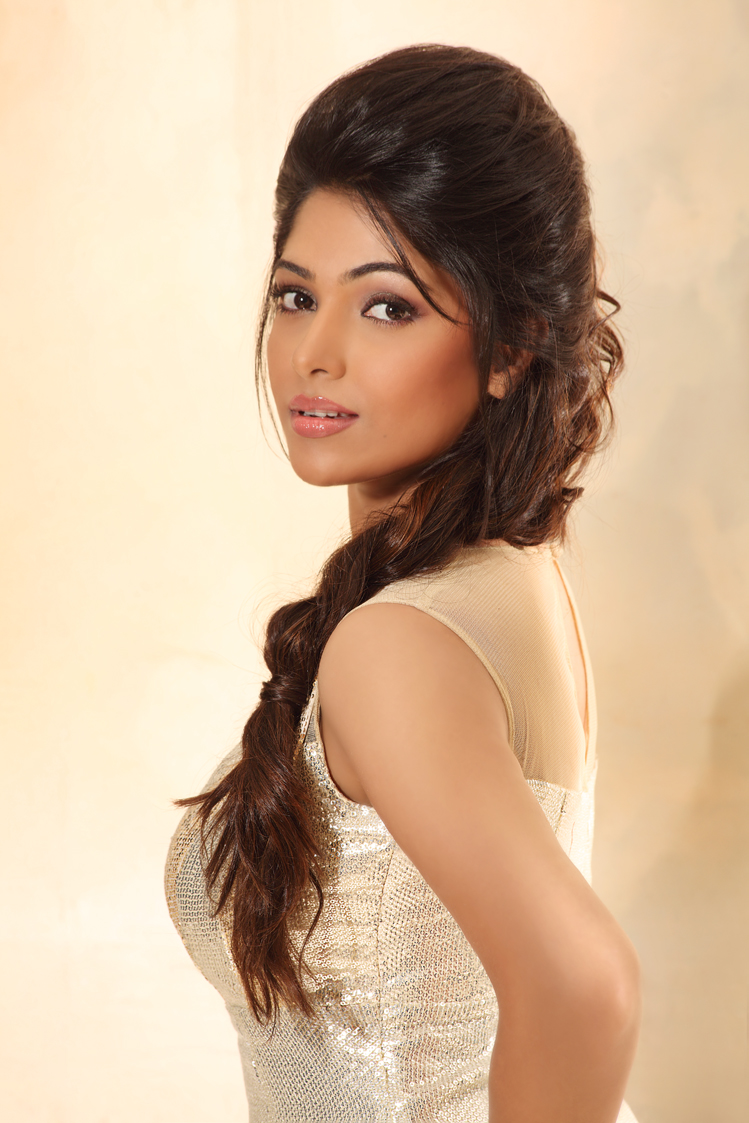 TamilCineStuff   : Model Muktha New Hot Photo Shoot